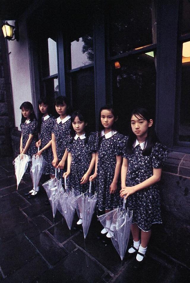 安藤希、宮沢りえ、樋口可南子などの少女モデルもまたほとんど人気物になった。 1975年、カメラマ