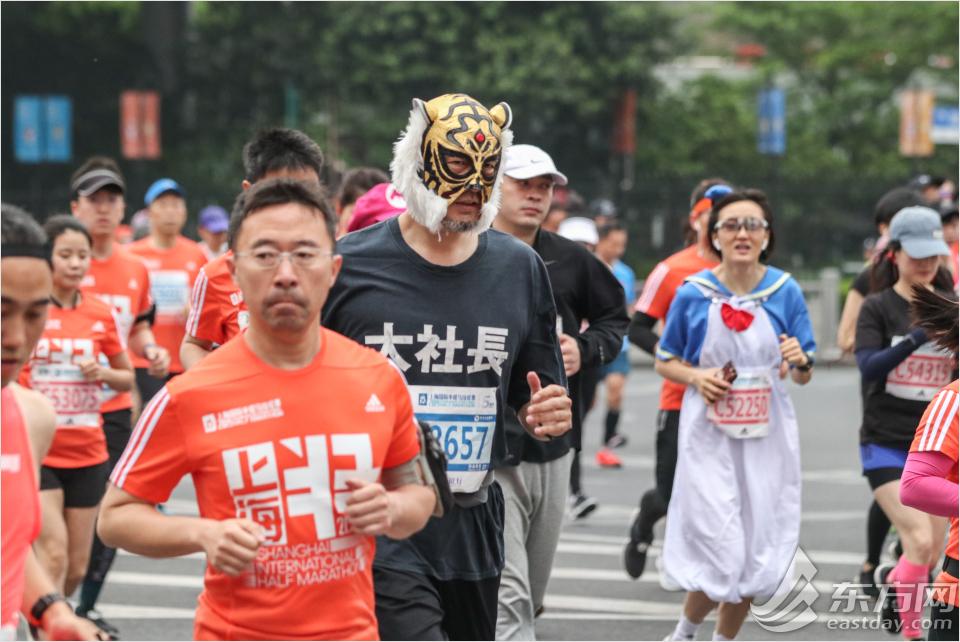 fab838f11a 上海国際ハーフマラソン大会5周年 1万5千人が参加