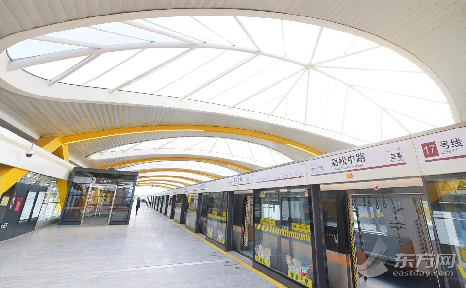 地下鉄17号線は年内に試験運行 プラットフォームは自然採光
